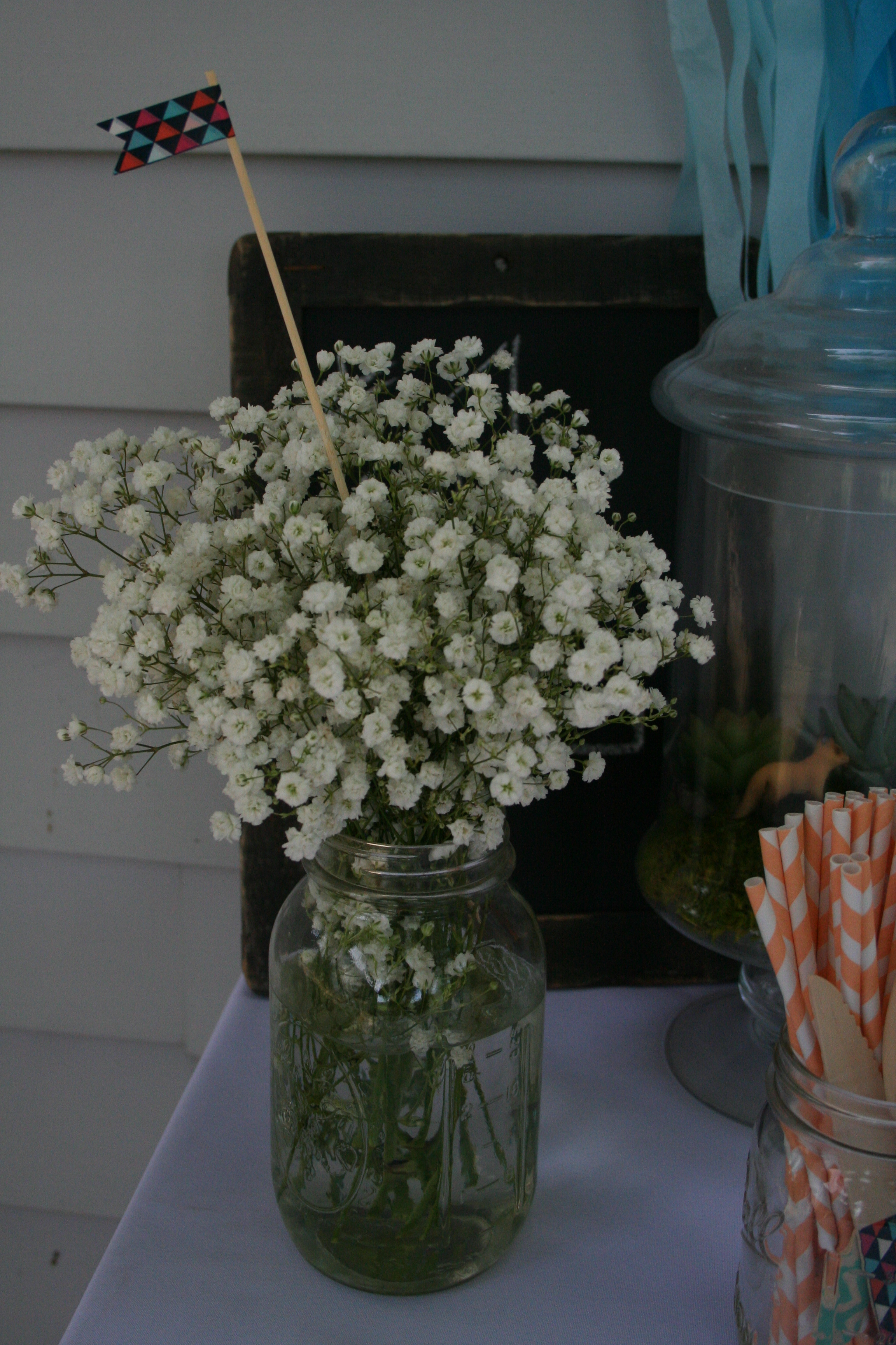 Baby's breath in a mason jar |thelovelylauralife.com
