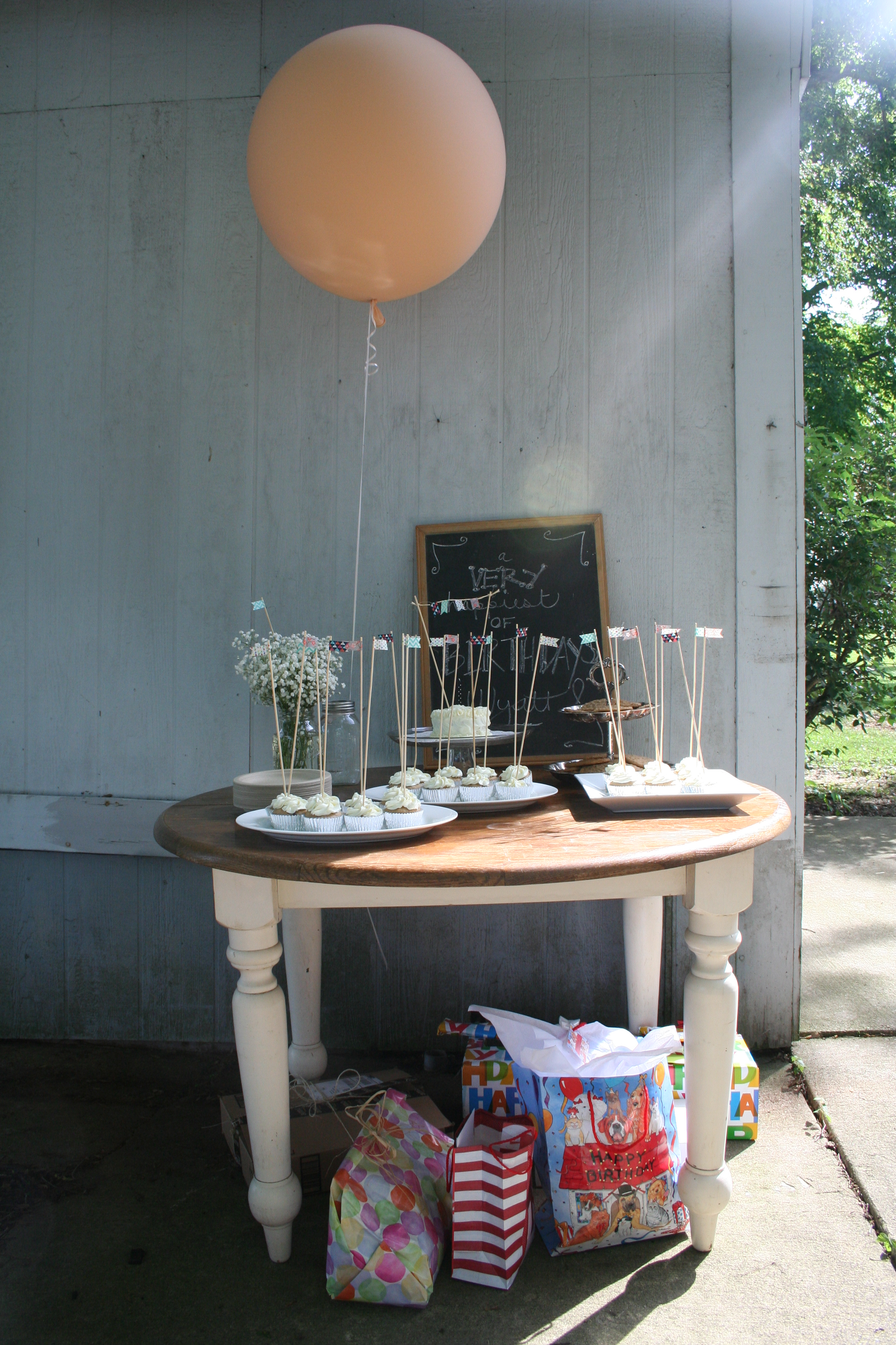 Display presents under the dessert table |thelovelylauralife.com
