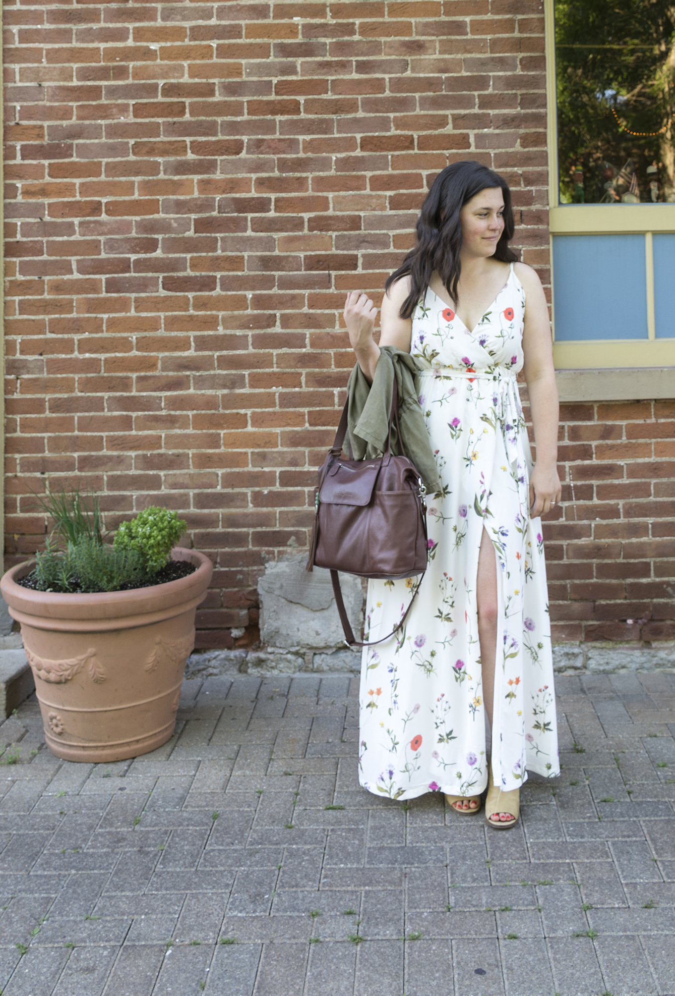 Thoughts on Shopping + 4 Effortless Summer Looks via thelovelyaluralife.com